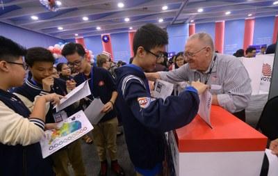 Học sinh, sinh viên tại Hà Nội tham gia một hoạt động do Đại sứ quán Hoa Kỳ tổ chức, ảnh minh họa chụp trước đây.