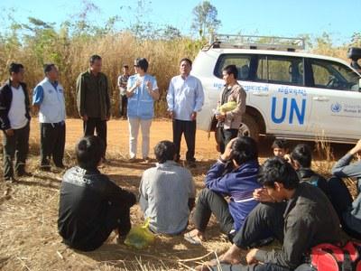 Hình minh họa. Những người Thượng gặp đại diện UN hôm 30/12/2014 sau khi trốn khỏi Việt Nam vì sợ bị đàn áp